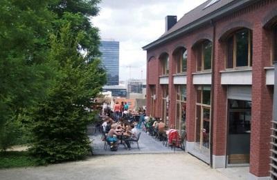 Schaarbeek: Het terras van het Cannelle-paviljoen in het Koningin-Groenpark