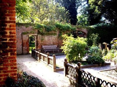 Anderlecht: De tuin van het Erasmushuis
